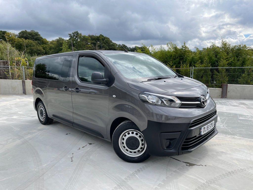 Toyota ProAce Combi Van 1.6D Combi Medium Combi Van MWB EU6 (s/s) 6dr (9 Seat)
