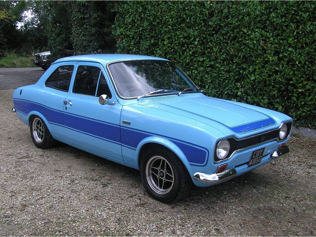 Ford Escort Saloon RS 2000 recreation