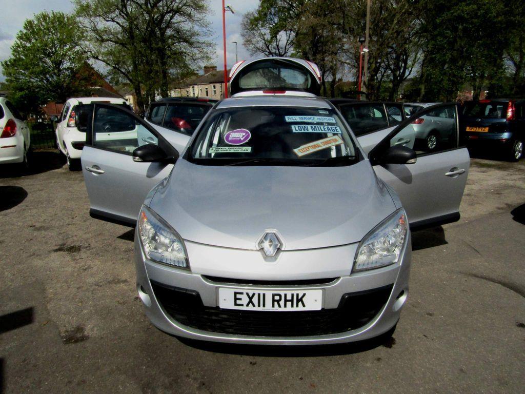 Renault Megane Hatchback 1.6 16V Generation 5dr