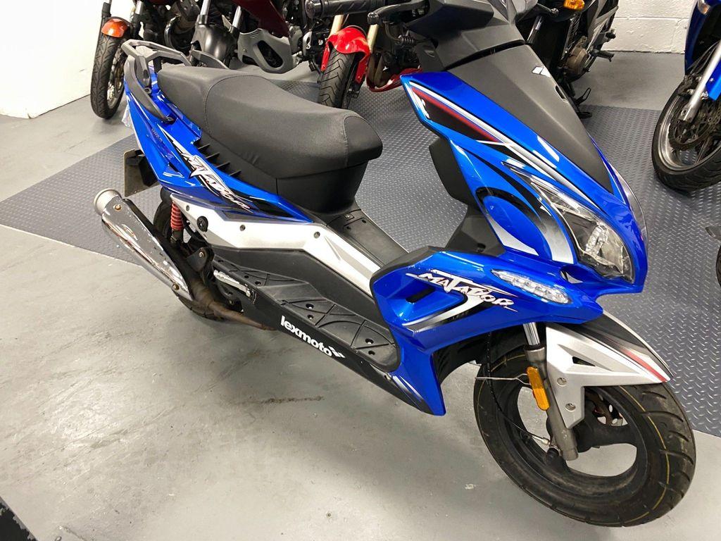 Lexmoto Matador Scooter 125 50 E4