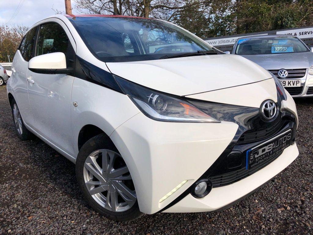 Toyota AYGO Hatchback 1.0 VVT-i x-pression x-wave 5dr EU5