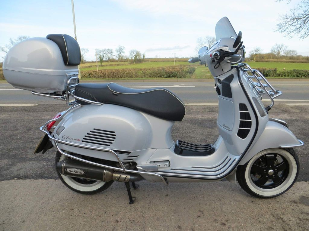 Piaggio Vespa GTS Scooter 300 Touring ABS Scooter