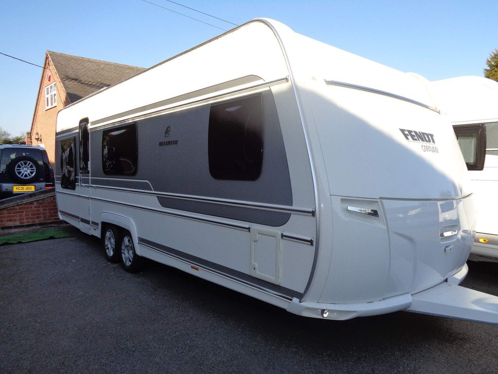 Fendt 650 DIAMOND Tourer 5 BERTH,FIXED BED CARAVAN IN VERY GOOD CLEAN CONDITION.