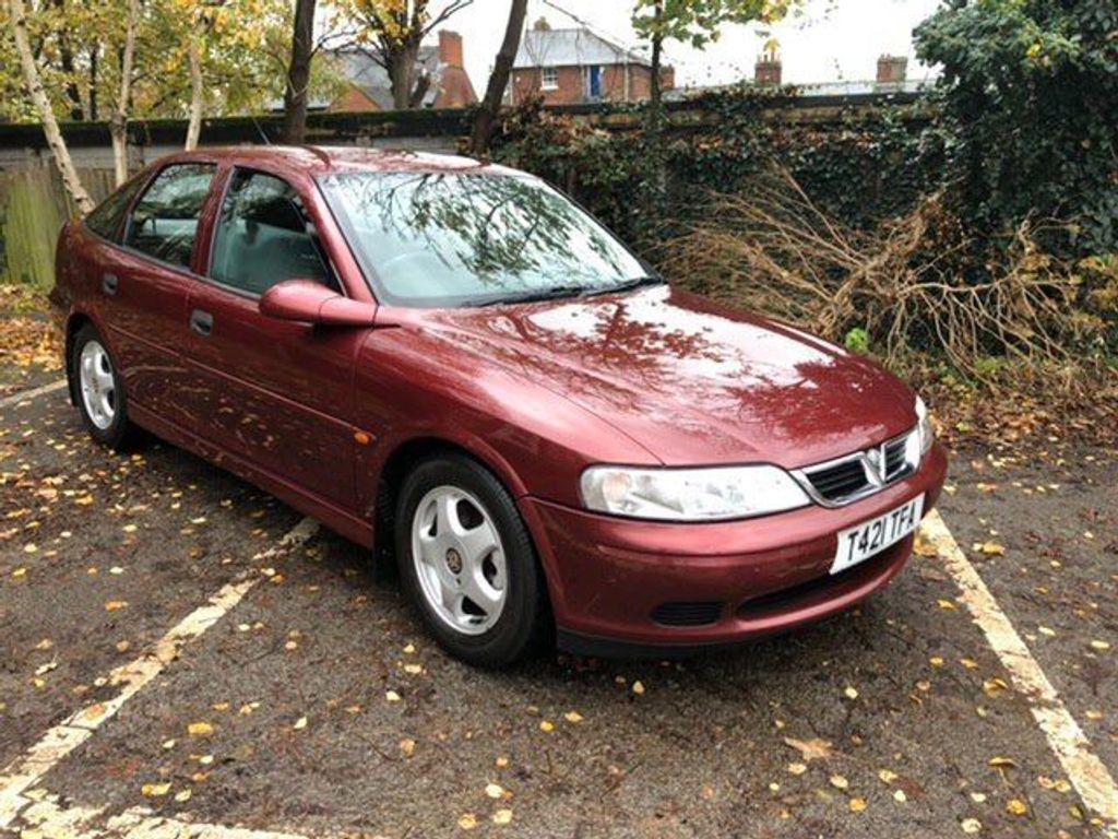 Vauxhall Vectra Hatchback 1.8 i 16v Club 5dr (a/c)