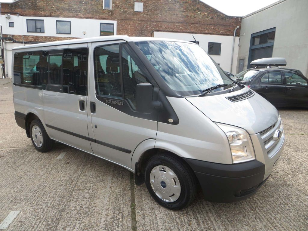 Ford Transit Minibus 2.2 TDCi 280 Tourneo Trend Low Roof Bus S 5dr (9 Seats, SWB)