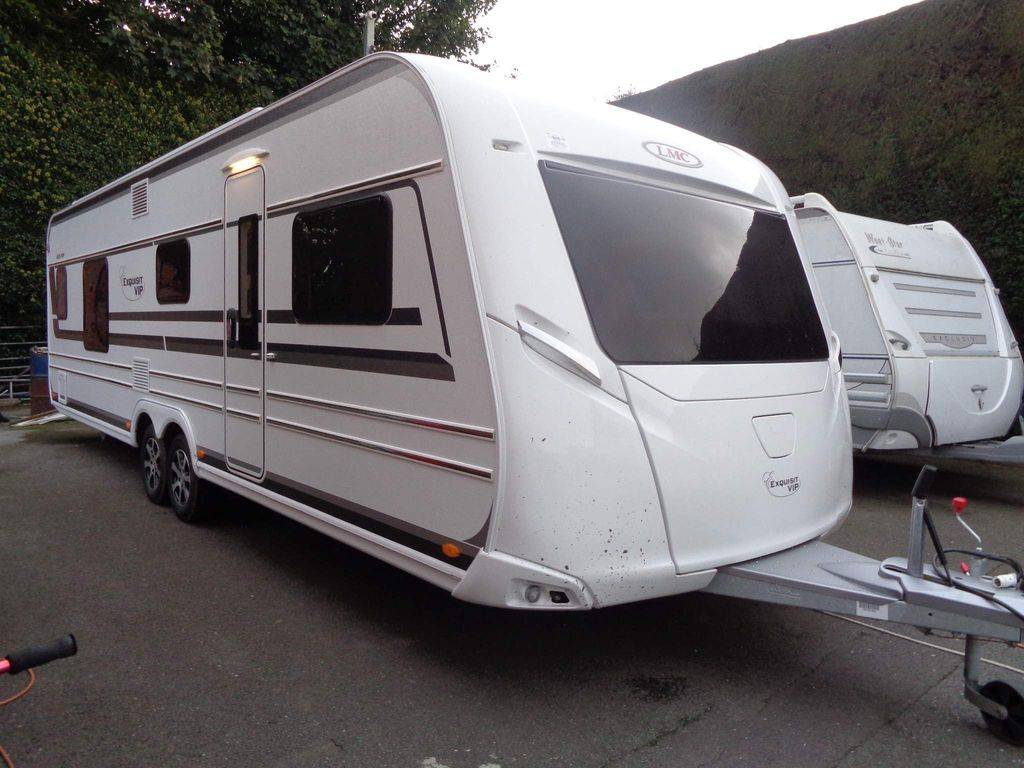 LMC 685 Vip Exquisit Tourer 5 BERTH,FIXED TRANSVERSE ISLAND BED WITH END WASHROOM IN EXCELLENT CONDITION.