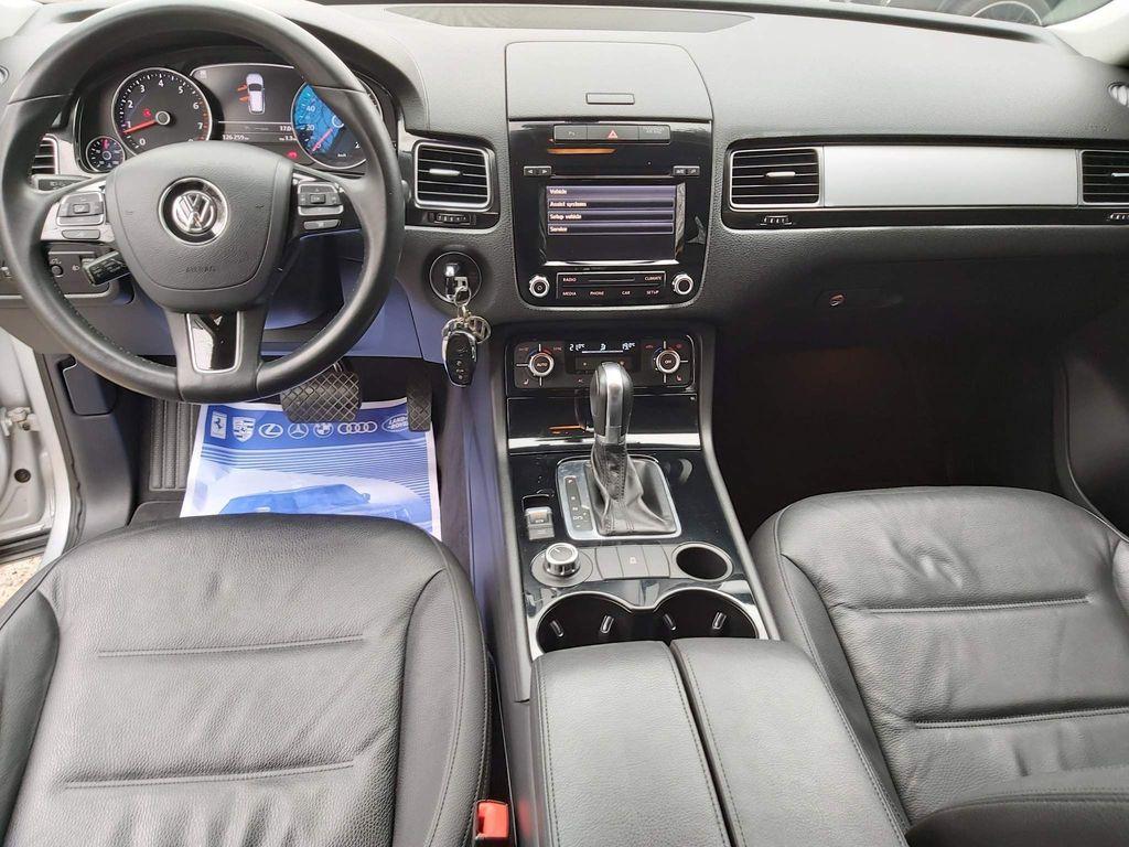 Volkswagen Touareg SUV * 3L V6 PETROL ENGINE AUTO SE MODLE *