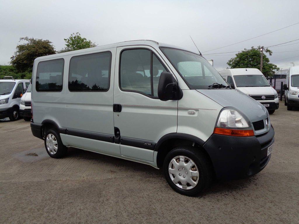 Renault Master Minibus 2.5 dCi SL28 Mini Bus 4dr (9 Seats)