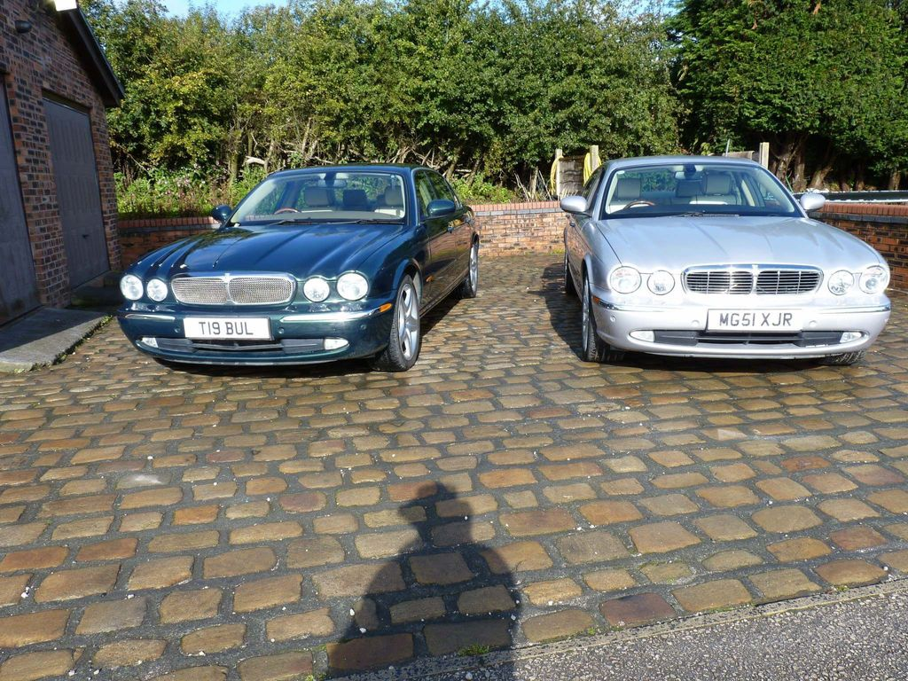 Jaguar XJ Saloon 4.2 XJ8 Sovereign LWB Saloon 4dr