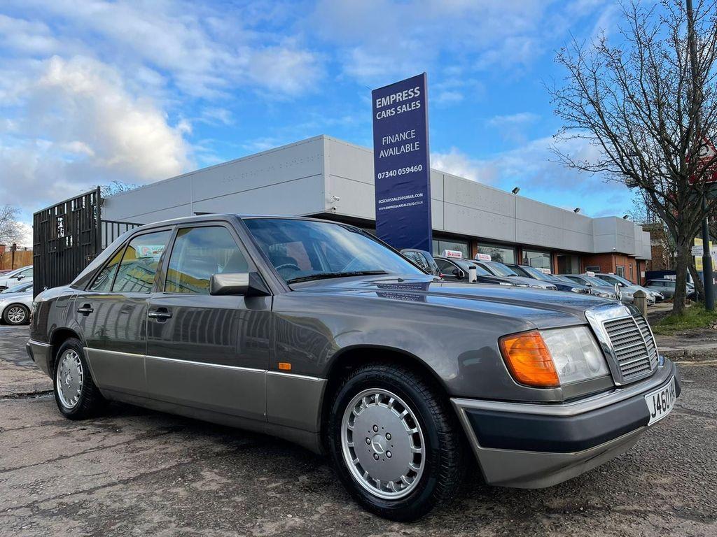 Mercedes-Benz 230 Saloon 2.3 E 4dr