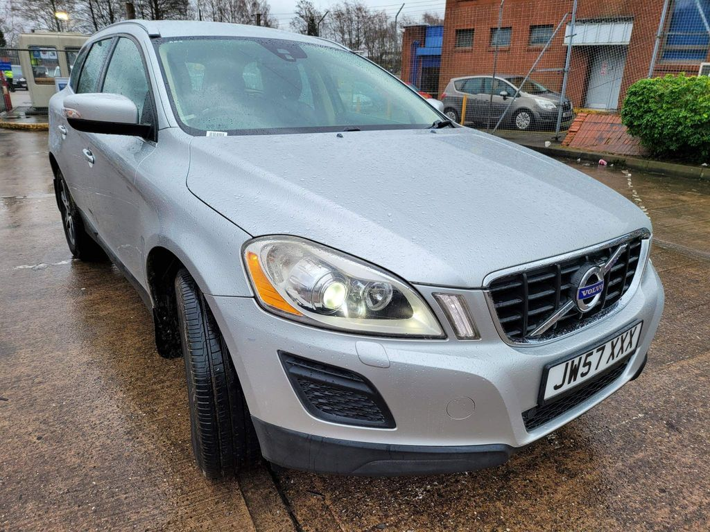 Volvo XC60 SUV 2.4 D5 SE Lux Premium (Premium Pack) Geartronic AWD 5dr