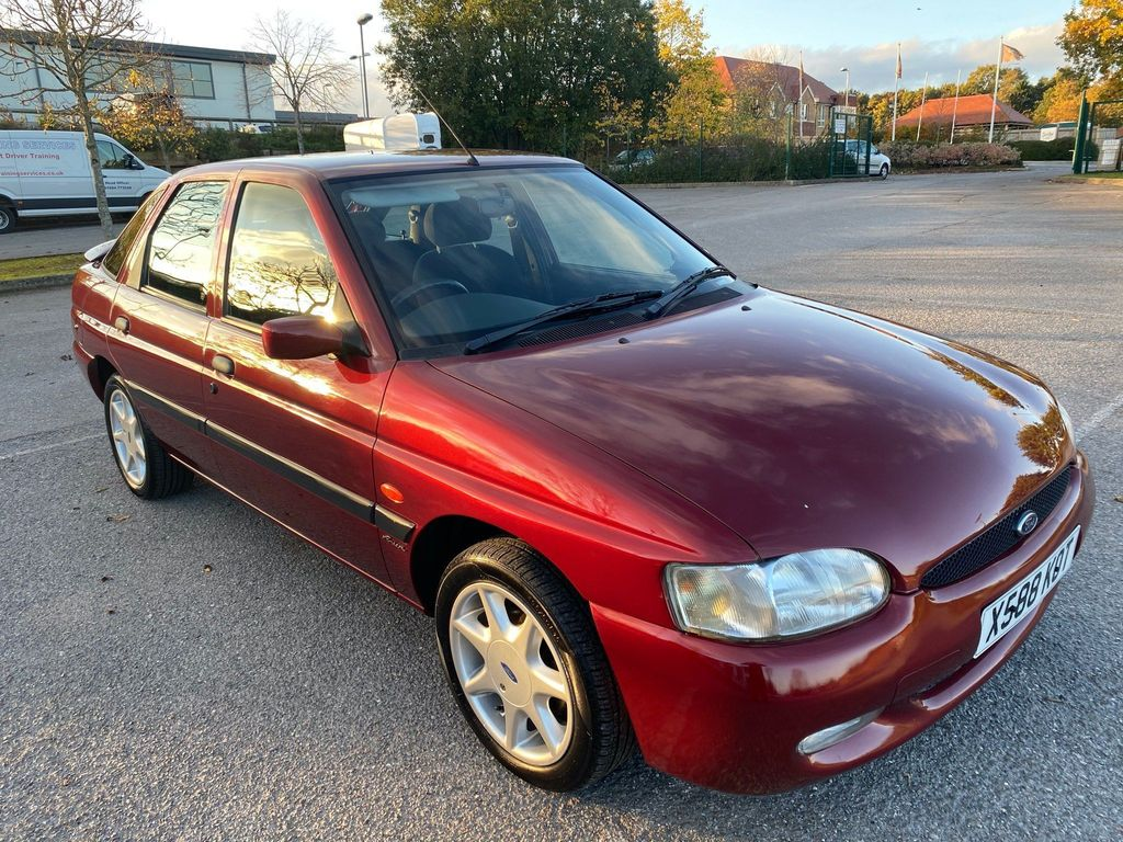 Ford Escort Hatchback 1.6 i Finesse 5dr