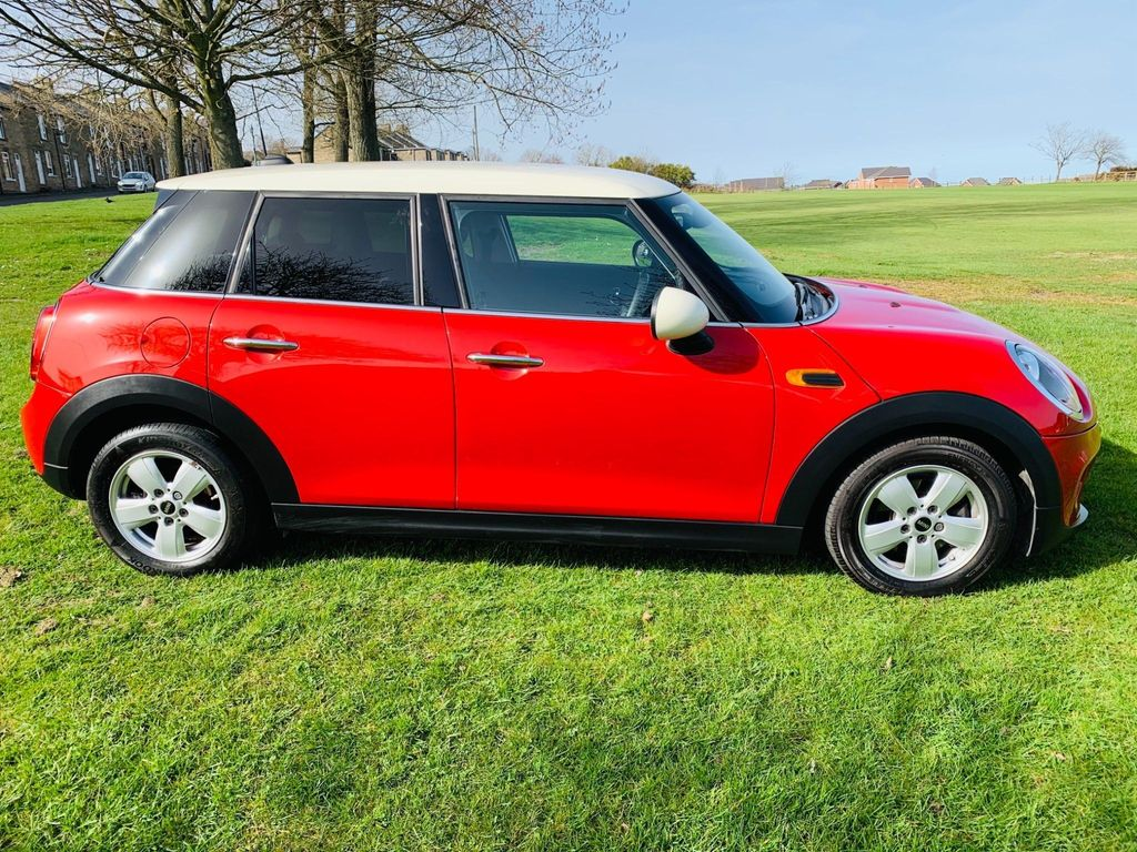 MINI Hatch Hatchback 1.5 Cooper (s/s) 5dr
