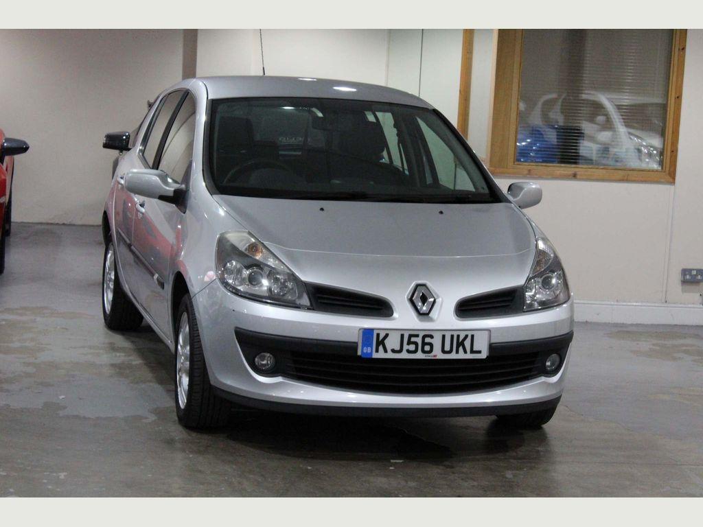 Renault Clio Hatchback 1.6 VVT Dynamique 5dr