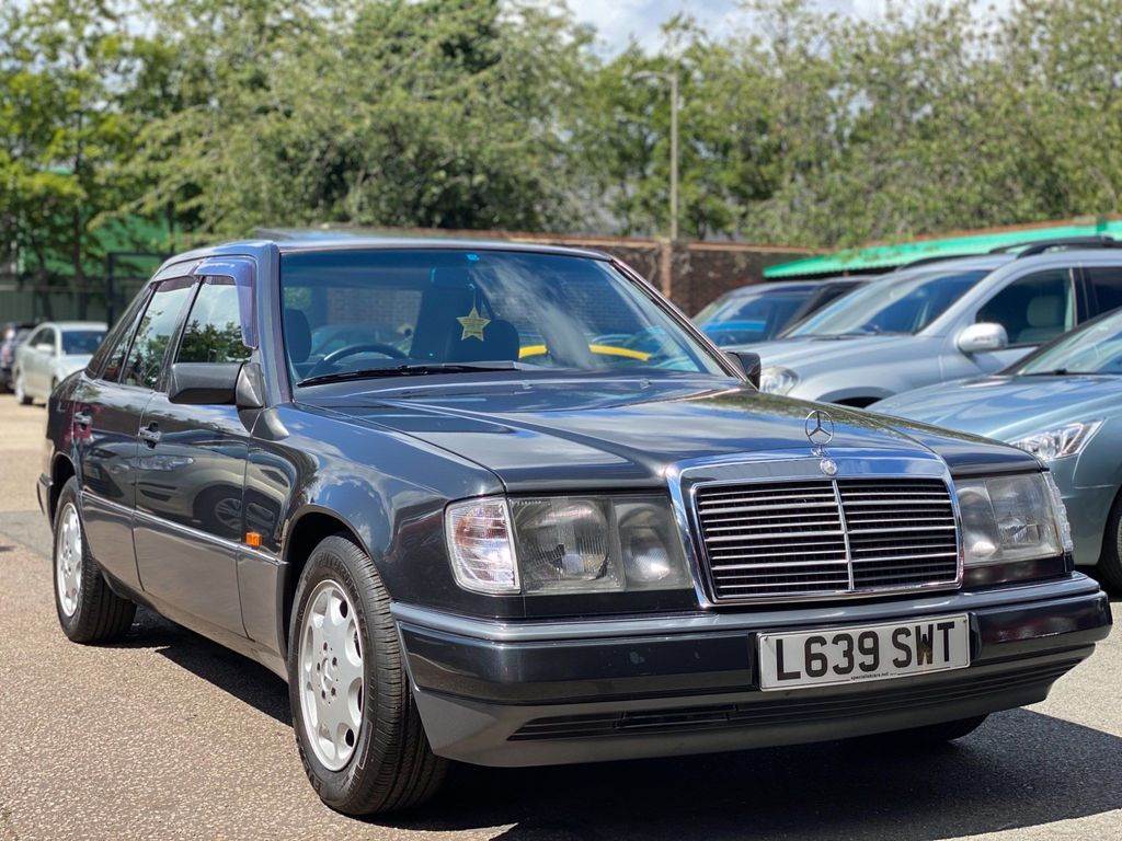 Mercedes-Benz 320 Saloon 3.2 E 4dr