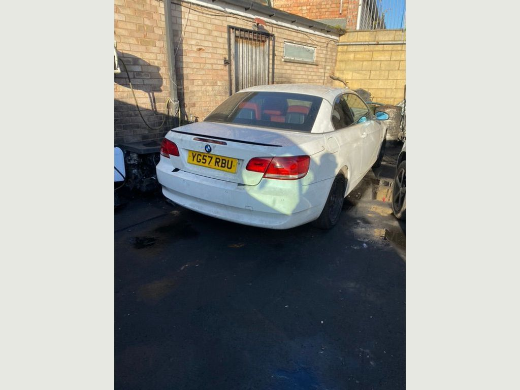 BMW 3 Series Convertible 3.0 330i SE 2dr