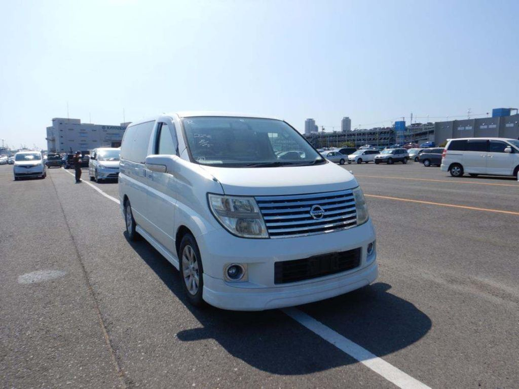 Nissan Elgrand MPV V 2.5 petrol auto 8 seater