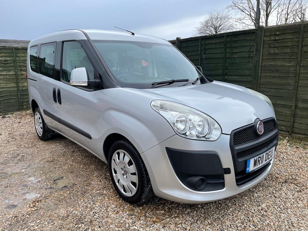 Fiat Doblo Estate 1.6 MultiJet 16v Dynamic (Family Pack) 5dr (7 Seats)