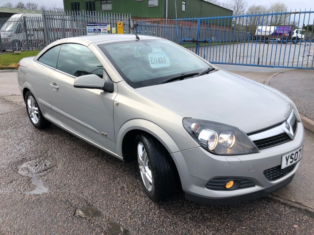 Used Vauxhall Astra Convertible 1.6 I Sport Twin Top 2dr ...