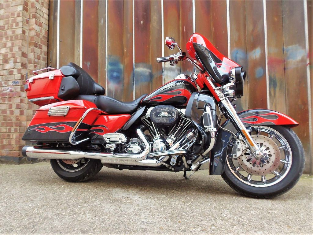 Harley-Davidson Touring Tourer 1800 FLHTCUSE Screamin Eagle Ultra Classic