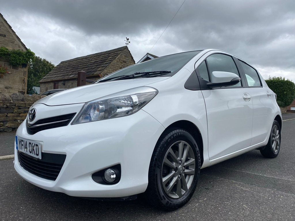 Toyota Yaris Hatchback 1.0 VVT-i Icon+ Hatchback 5dr Petrol Manual (Nav) (111 g/km, 69 bhp)