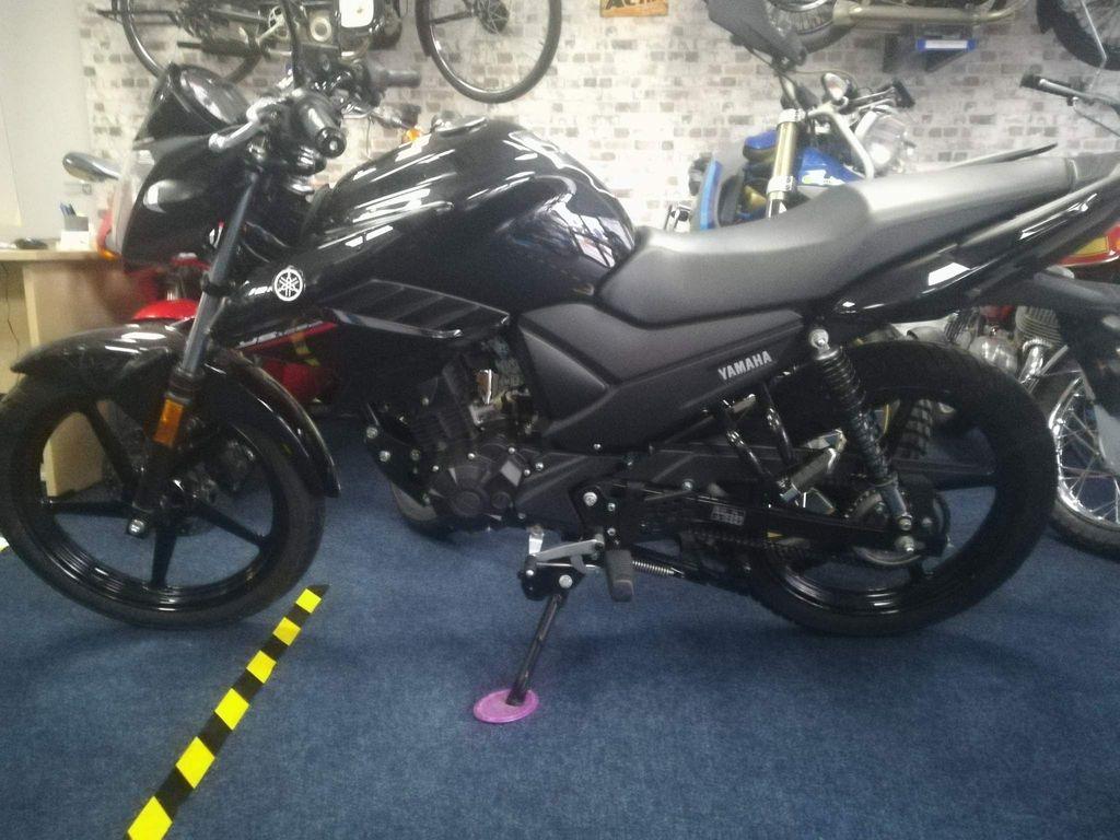 Yamaha YS125 Naked 125