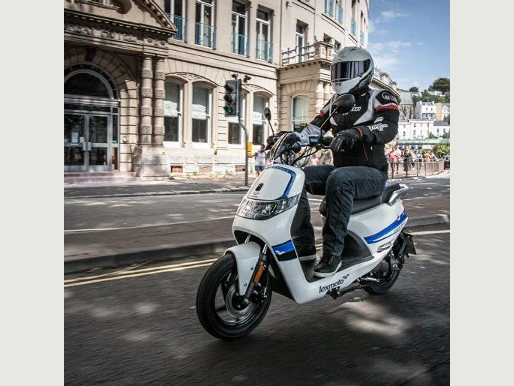 Lexmoto Impulse 1500W Moped