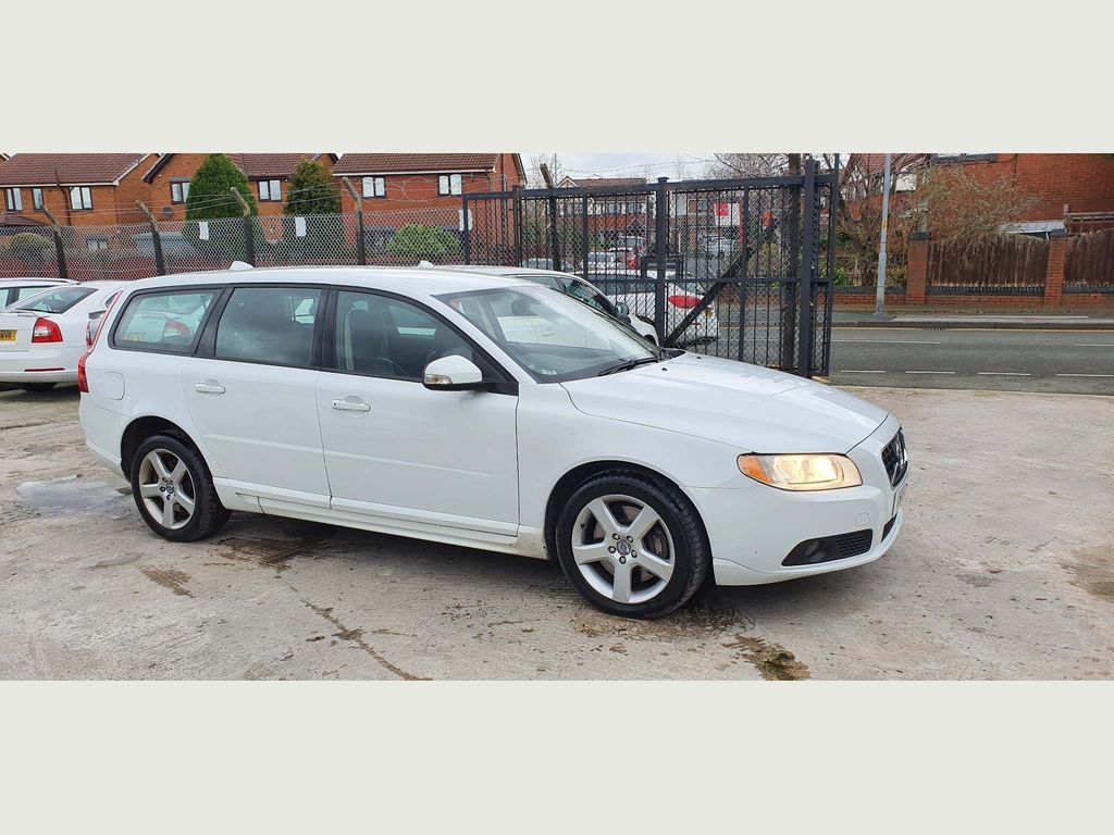 Volvo V70 Estate 2.4 D5 ES 5dr