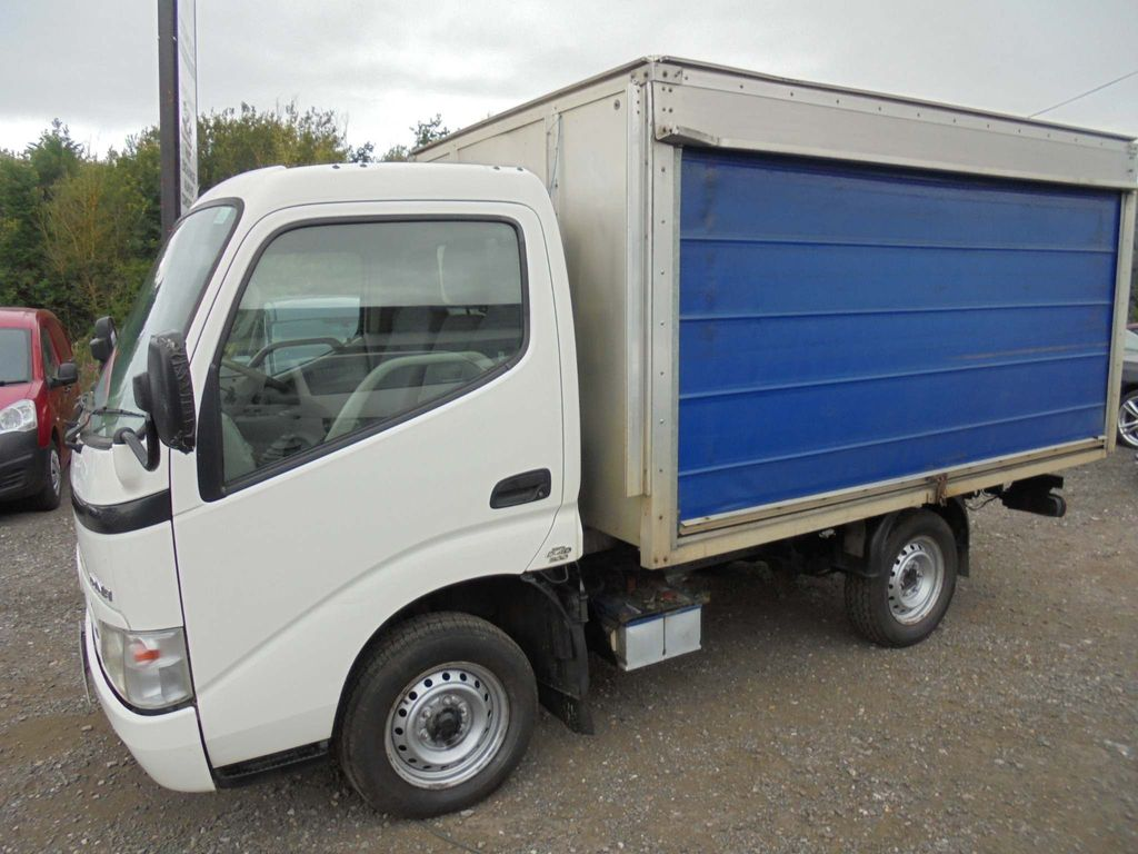 Toyota Dyna Curtain Side 3.0 D-4D 300 SWB 2dr