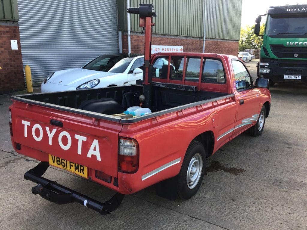 Toyota Hilux Pickup 2.4 D Pickup 2dr Diesel Manual 4x2 (74 bhp)