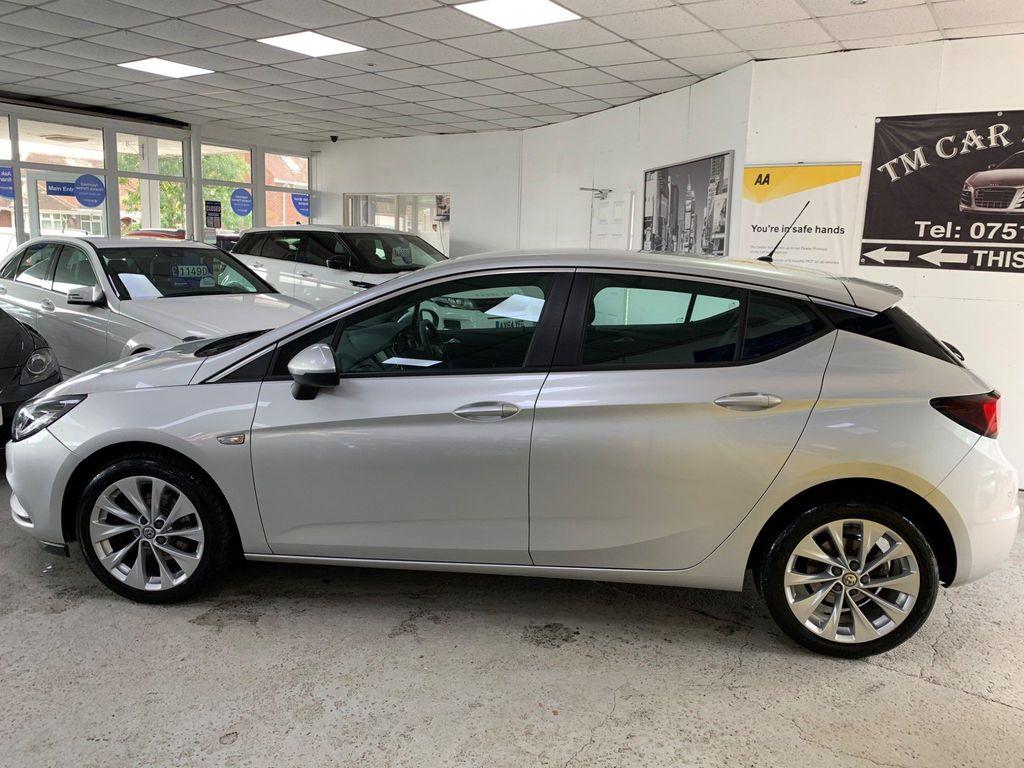 Vauxhall Astra Hatchback 1.6 CDTi BlueInjection Design (s/s) 5dr