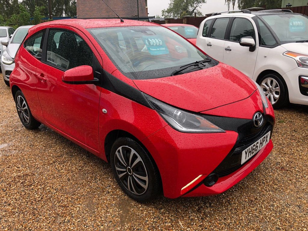 Toyota AYGO Hatchback 1.0 VVT-i x-play 3dr (Safety Sense)