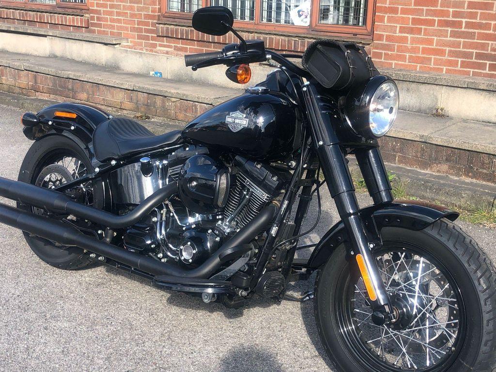 Harley-Davidson Softail Custom Cruiser 1800 FLS Softail Slim S Custom Cruiser