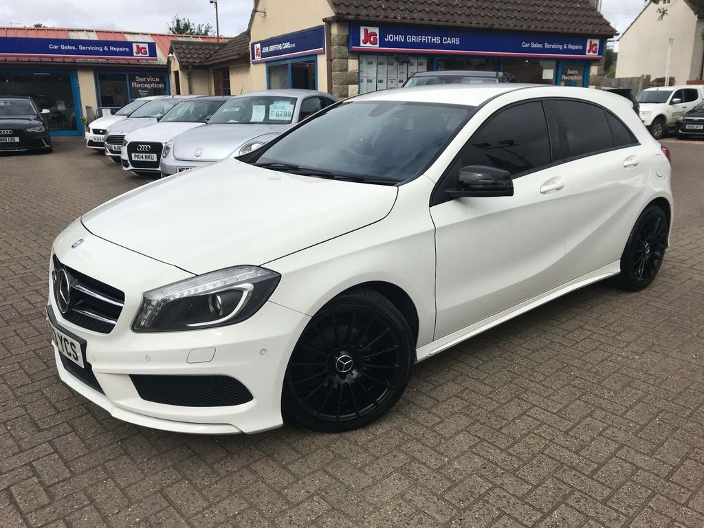 Mercedes-Benz A Class Hatchback 1.8 A200 CDI BlueEFFICIENCY AMG Sport 5dr
