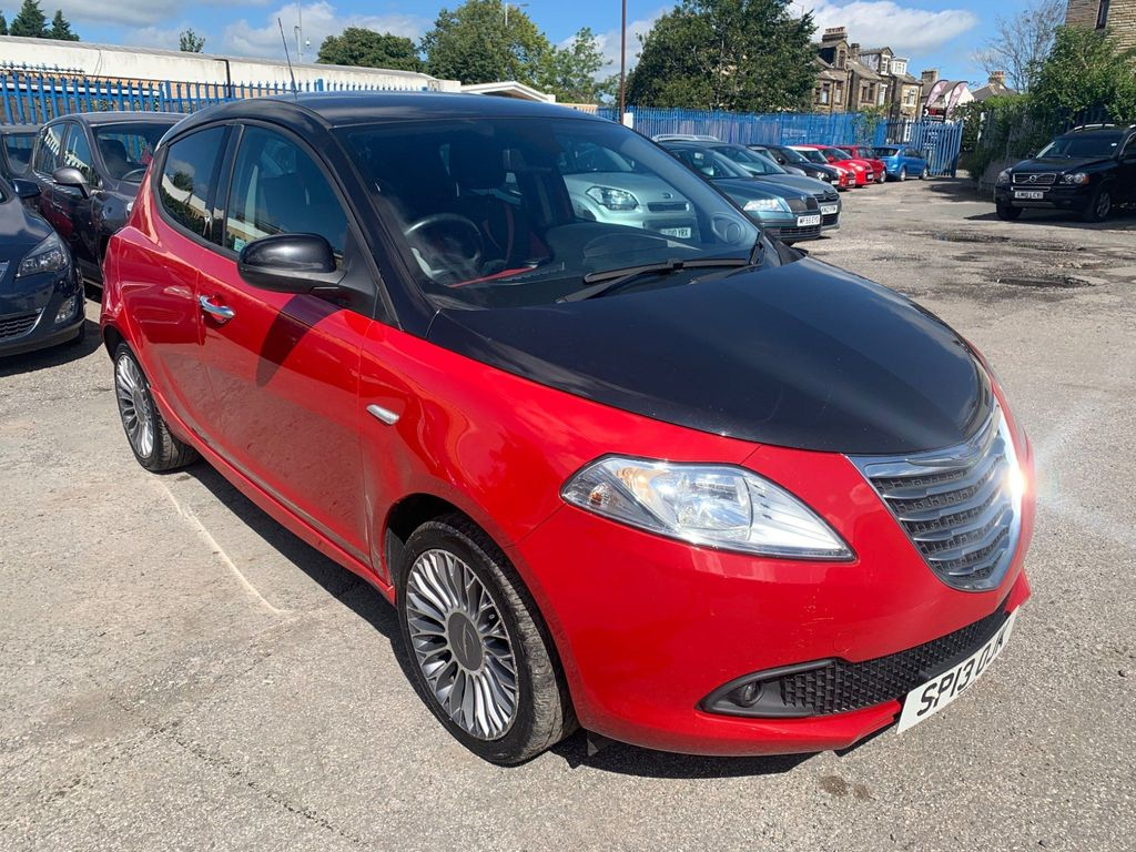Chrysler Ypsilon Hatchback 1.2 Black&Red (s/s) 5dr