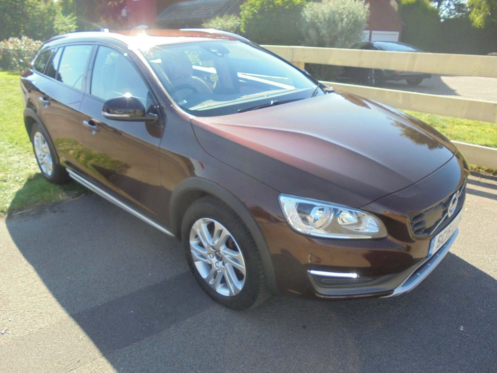 Volvo V60 Cross Country Estate 2.4 D4 SE Nav Cross Country Auto AWD (s/s) 5dr