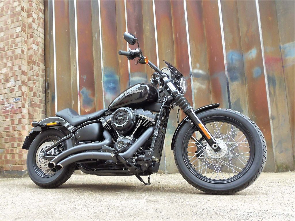 Harley-Davidson Softail Custom Cruiser 1750 Street Bob
