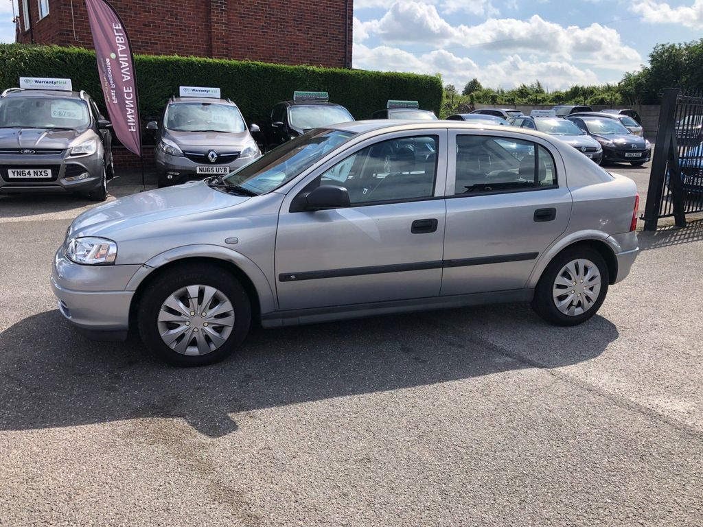 Vauxhall Astra Hatchback 1.6 i 16v LS 5dr