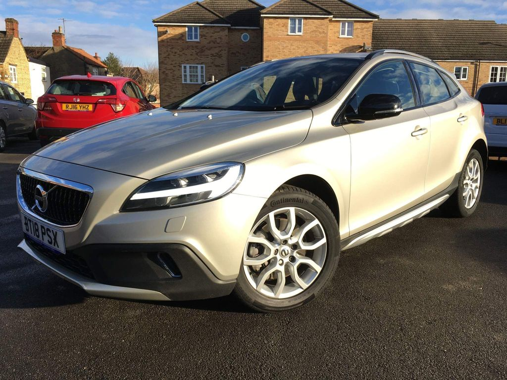 Volvo V40 Cross Country Hatchback 1.5 T3 Pro Cross Country Auto (s/s) 5dr