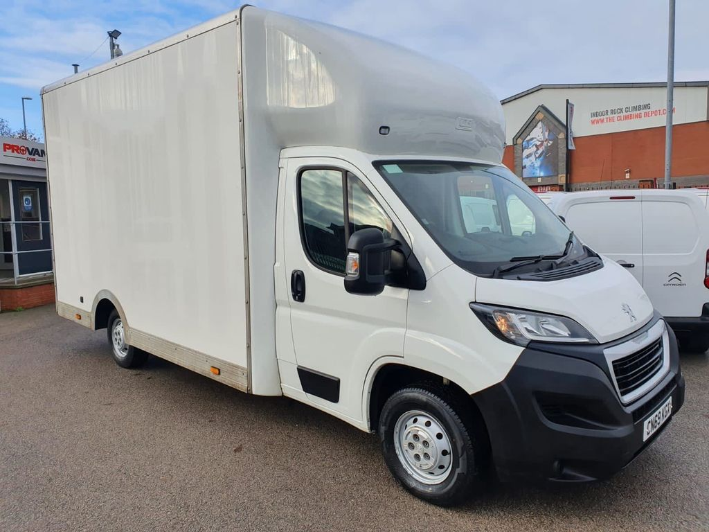 Peugeot Boxer Luton 2.0 BlueHDi 335 Built for Business Plus Low-Floor Luton L3 EU6 4dr