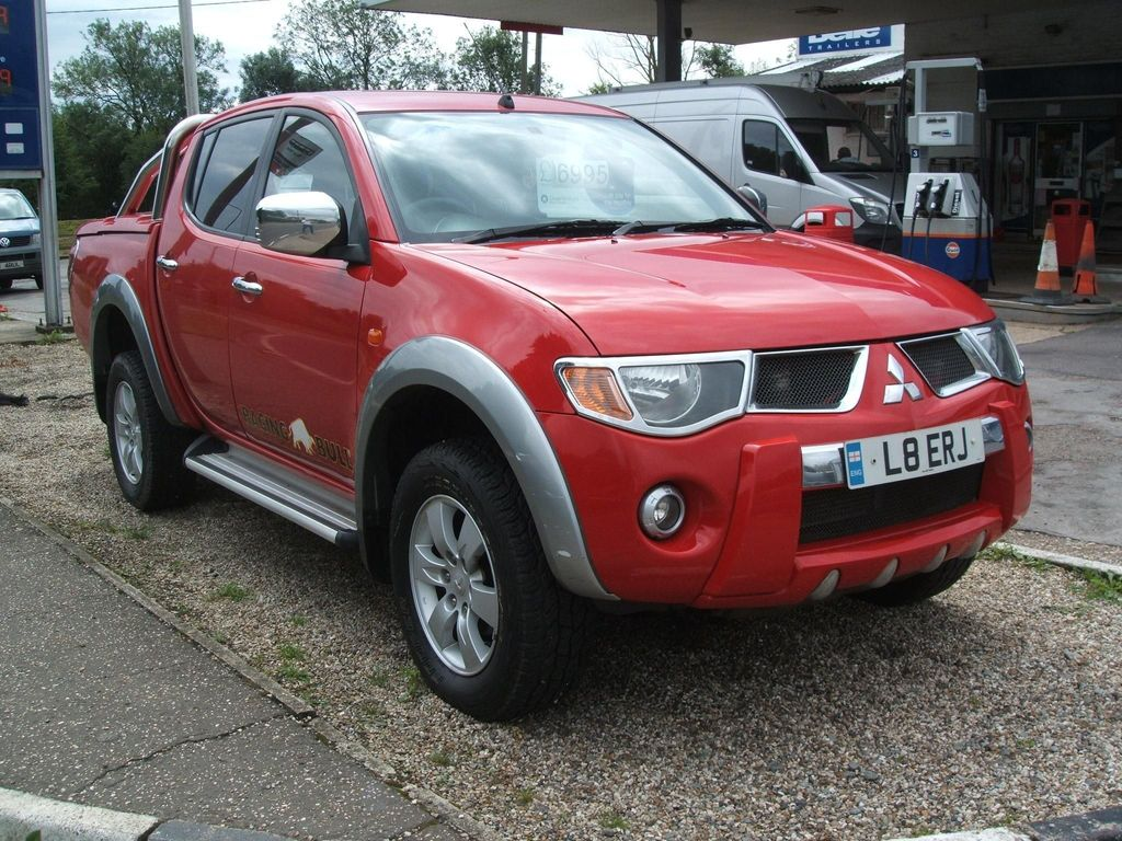 MITSUBISHI L200 Pickup 2.5 DI-D Raging Bull Double Cab Pickup 4dr (Smart Nav)