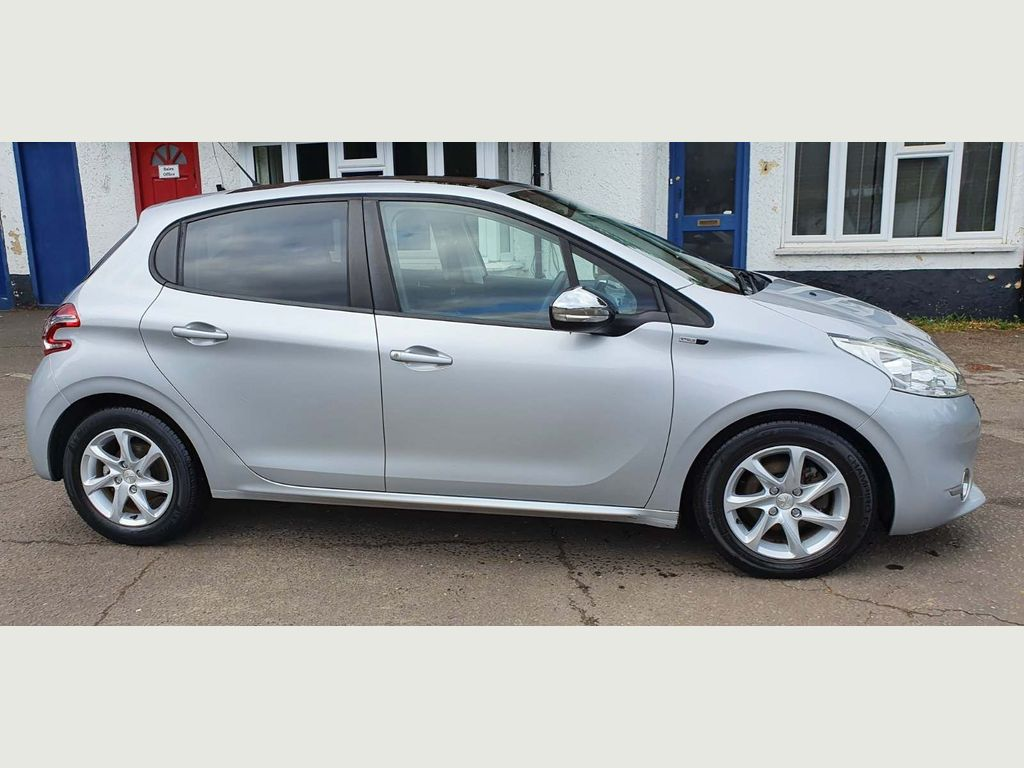 Peugeot 208 Hatchback 1.6 e-HDi Style (s/s) 5dr
