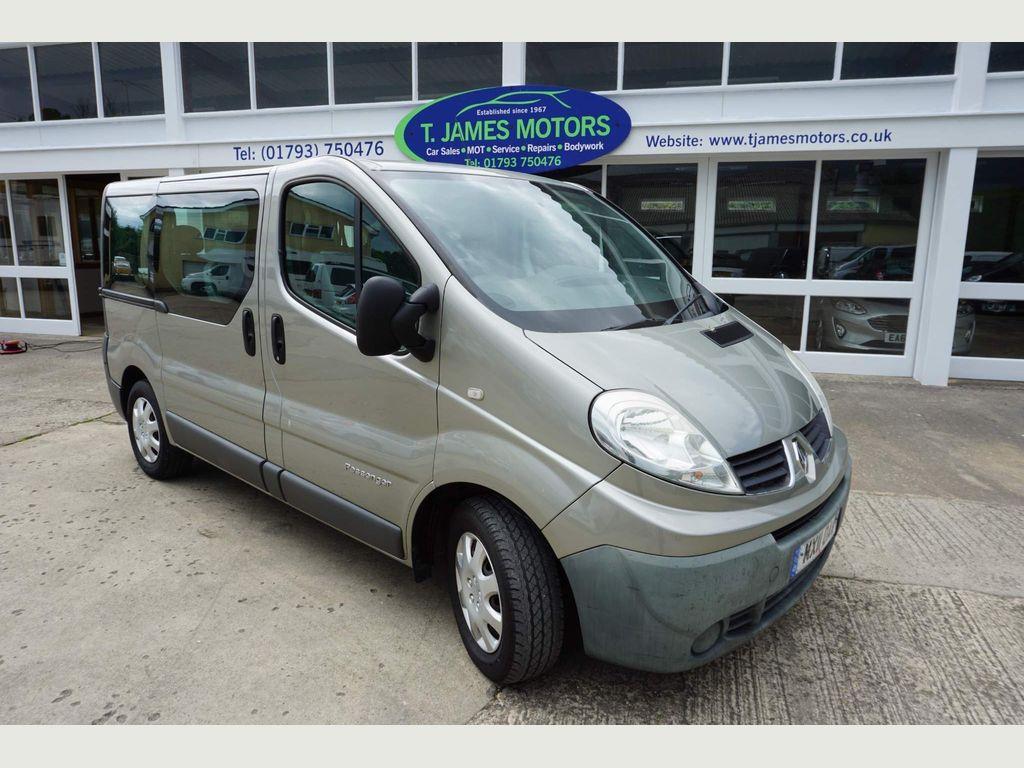 Renault Trafic Minibus 2.0 dCi LL29 Phase 3 Mini Bus 4dr (9 Seats, EU5, Nav)
