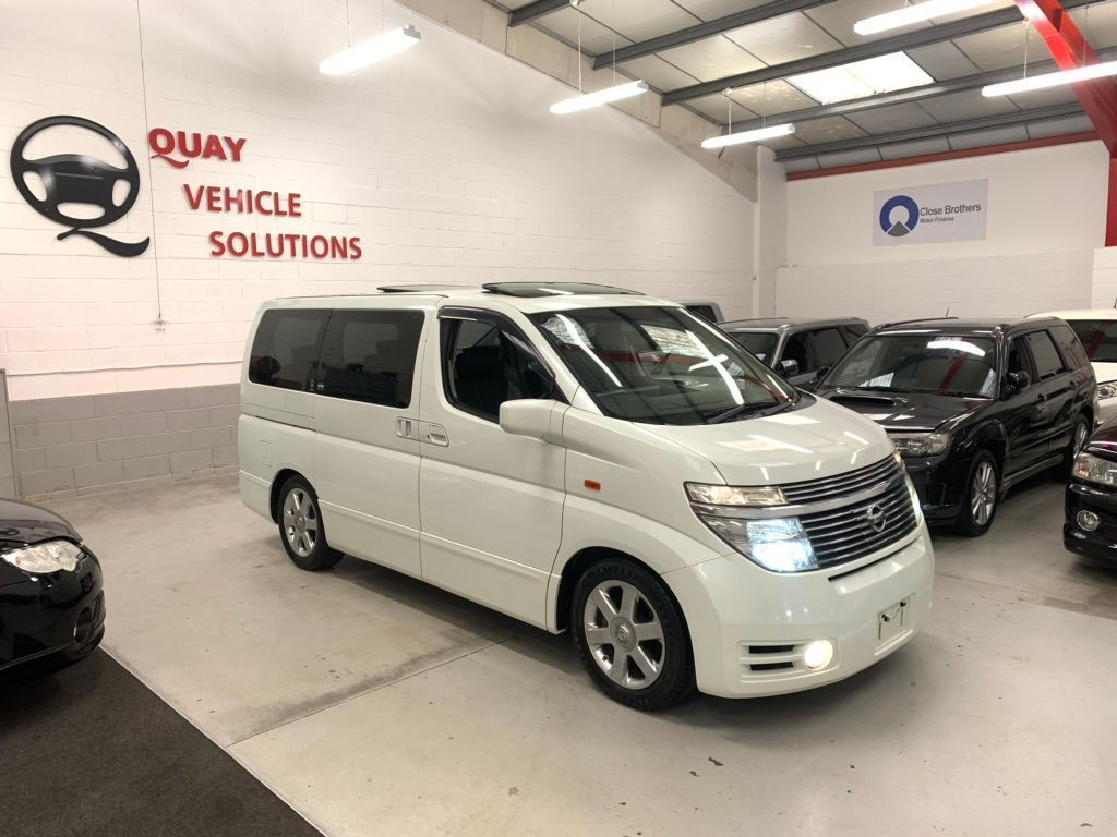 Nissan Elgrand MPV JDM E51 HIGHWAY STAR 8 SEATER MPV