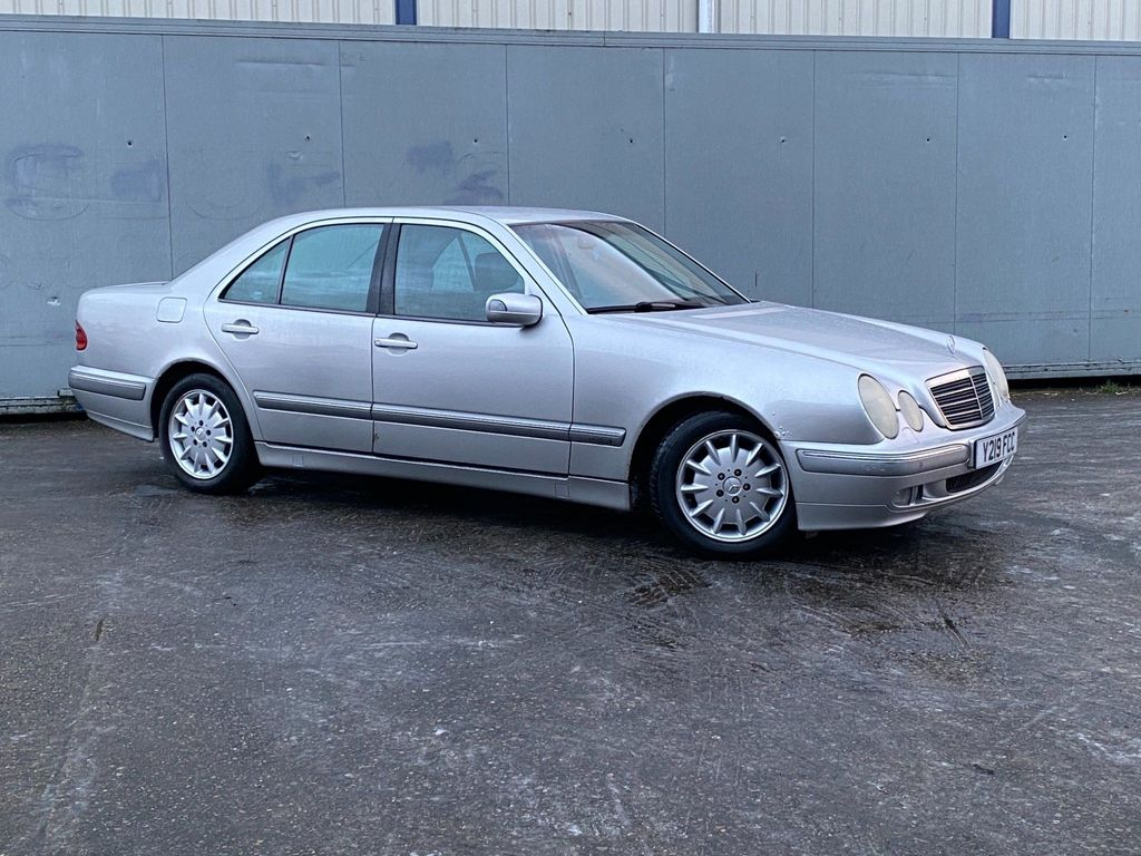 Mercedes-Benz E Class Saloon 2.2 E220 CDI Elegance 4dr