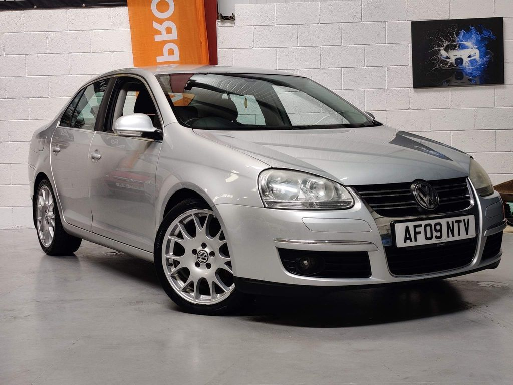 Volkswagen Jetta Saloon 2.0 TDI Sport 4dr