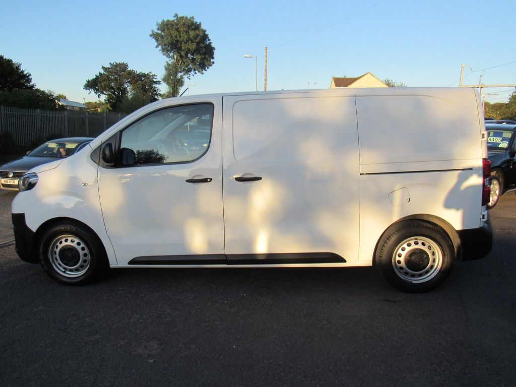 TOYOTA PROACE Panel Van 1.6 D Base Compact 5dr