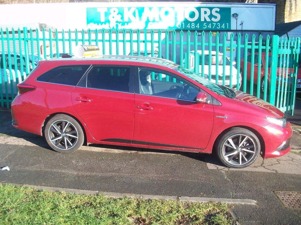 Toyota Auris Estate 1.8 VVT-h Design Touring Sports CVT (s/s) 5dr