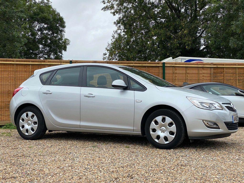 Vauxhall Astra Hatchback 1.6 16v Exclusiv Auto 5dr