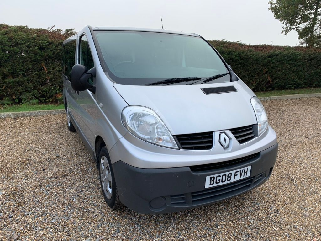 Renault Trafic Panel Van 2.0 TD dCi SL27 Mini Bus 4dr (9 Seats)